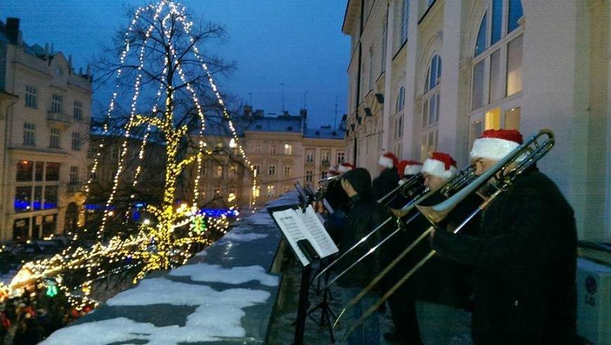 Різдво у Львові: як українці відзначали різдвяні свята у нашому місті (ФОТОРЕПОРТАЖ) (фото) - фото 1