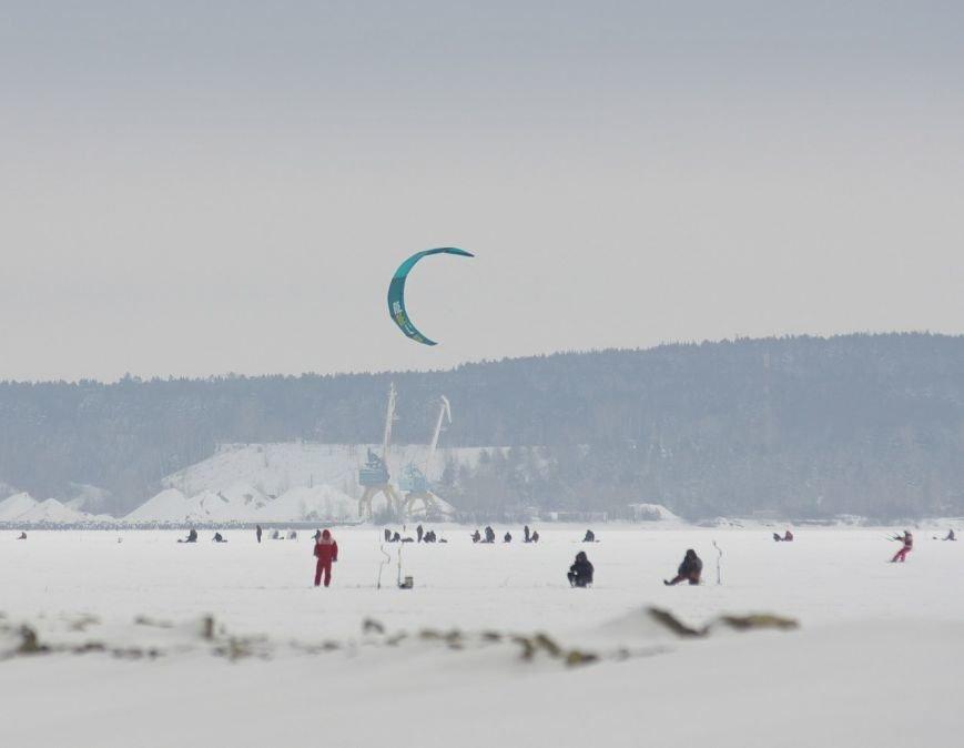 Ульяновцы бегали по льду наперегонки с ветром (фото) - фото 1