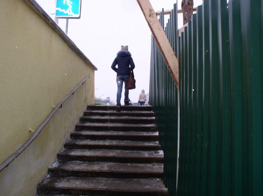 В районе недействующего подземного перехода в Витебске пешеходы нарушают ПДД (фото) - фото 7