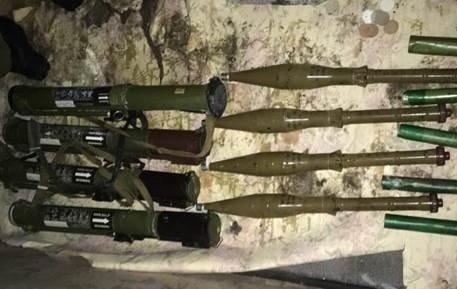 В Луганской области в подвале дома обнаружили склад с боеприпасами (ФОТО, ВИДЕО) (фото) - фото 2