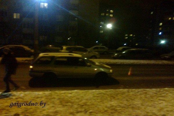 В Гродно на пьяного пешехода, уснувшего посреди проезжей части дороги, наехал автомобиль (фото) - фото 1