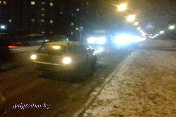 В Гродно на пьяного пешехода, уснувшего посреди проезжей части дороги, наехал автомобиль (фото) - фото 2