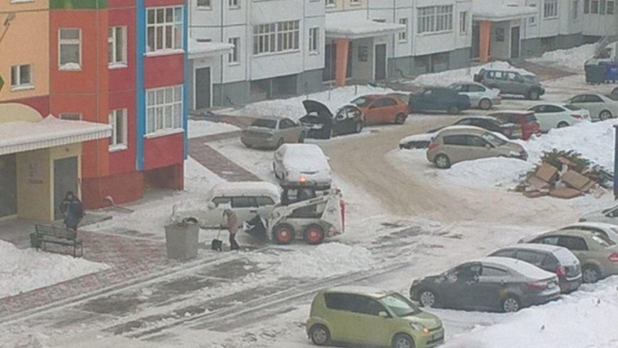 Уборку снега вновь затрудняет личный транспорт вартовчан (фото) - фото 1
