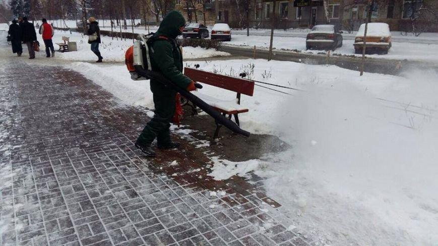 В Киеве убирают снег воздуходувами (ФОТОФАКТ), фото-2