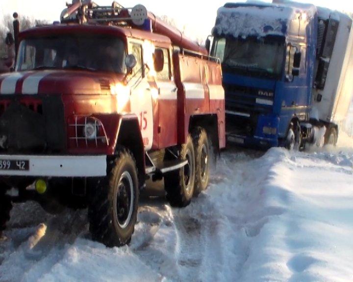 На трассе Сумы-Путивль-Глухов грузовик слетел в сугроб (ФОТО+ВИДЕО), фото-3