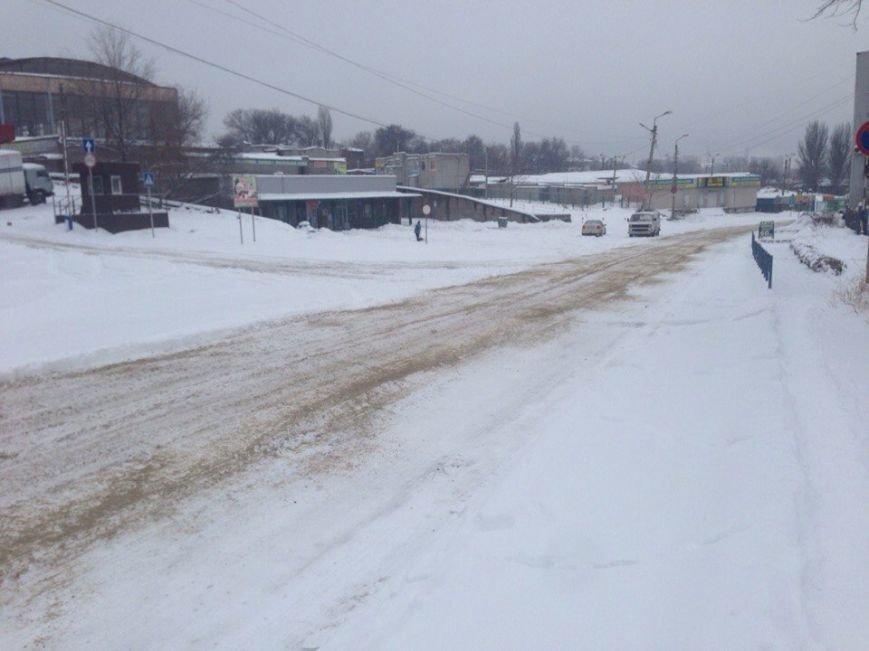 На борьбу со снегом в Днепродзержинске бросили 16 единиц техники (фото) - фото 2