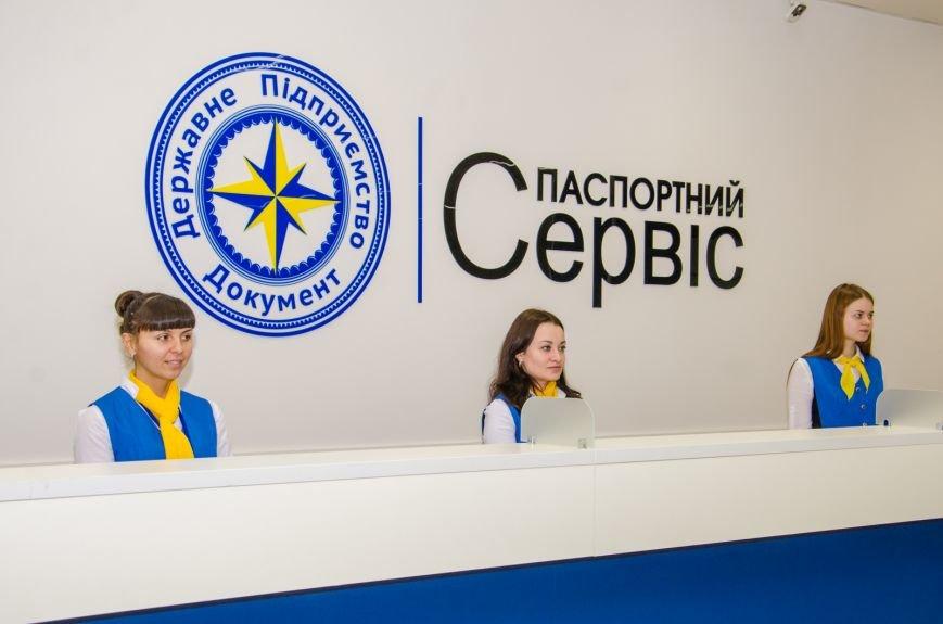 «Паспортным сервисом» воспользовались уже тысяча днепропетровцев (ФОТО) (фото) - фото 11