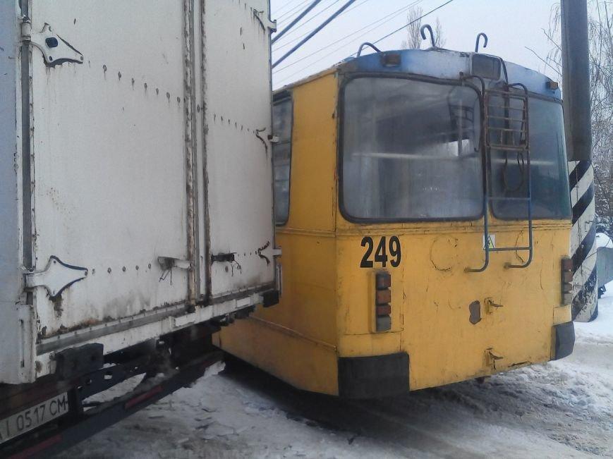 В Кировограде троллейбус занесло в грузовик (ФОТО), фото-2