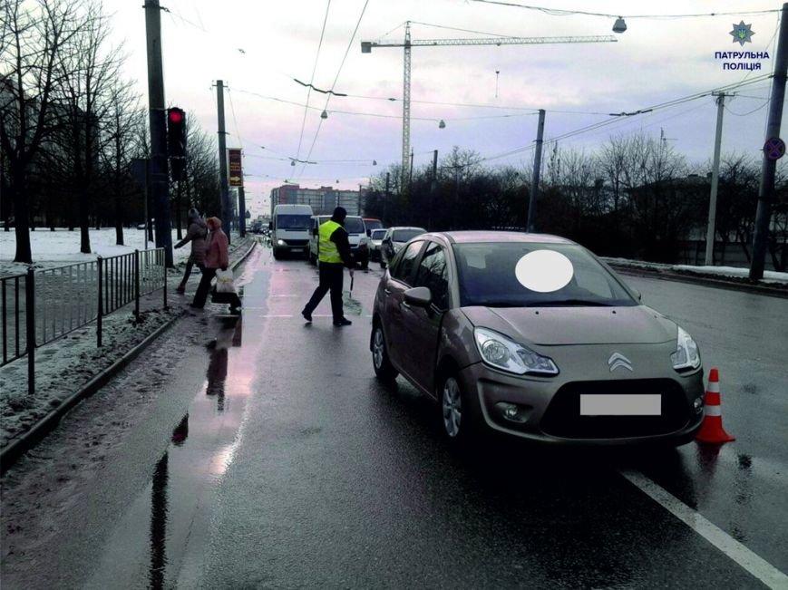 У Львові сталася аварія на пішохідному переході: одна жінка травмована (фото) - фото 1