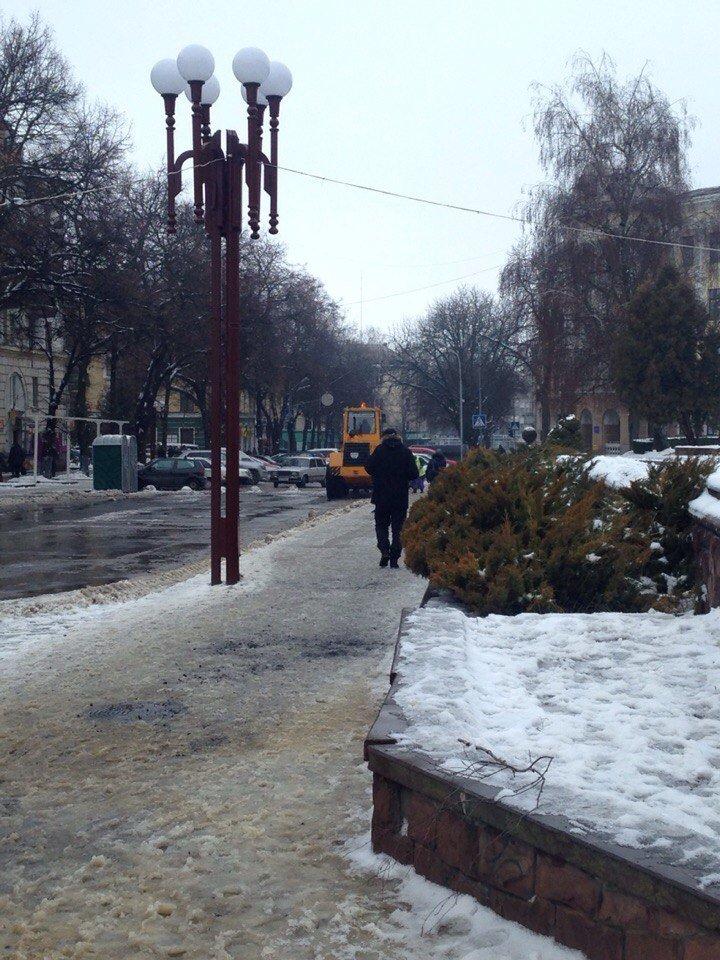 Потепління змушує тернопільських комунальників працювати понаднормово (фото) (фото) - фото 1