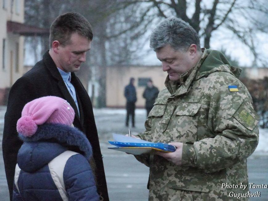 У Тернополі Петро Порошенко нагородив військовослужбовців 44-ї бригади (ФОТО) (фото) - фото 2