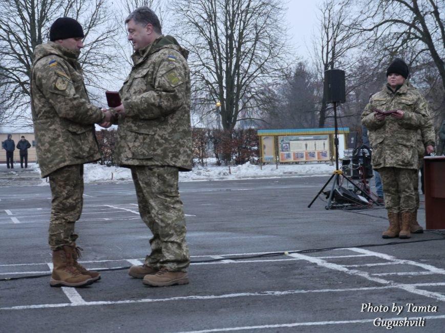 У Тернополі Петро Порошенко нагородив військовослужбовців 44-ї бригади (ФОТО) (фото) - фото 1