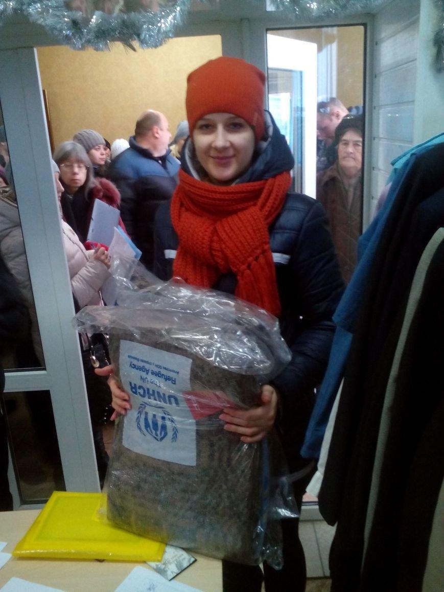 Сегодня переселенцы, живущие в Красноармейске, получили гуманитарную помощь (фото) - фото 10