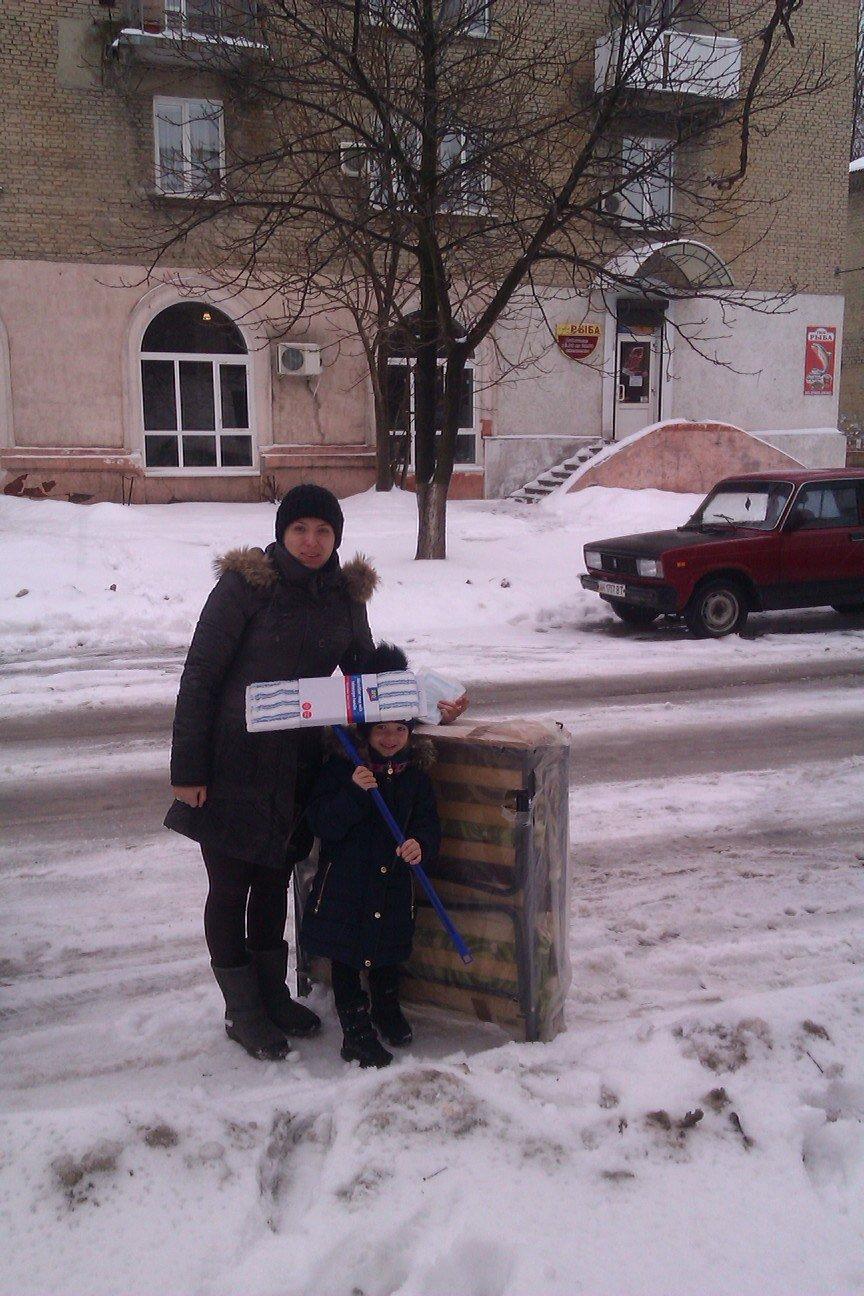 Сегодня переселенцы, живущие в Красноармейске, получили гуманитарную помощь, фото-3