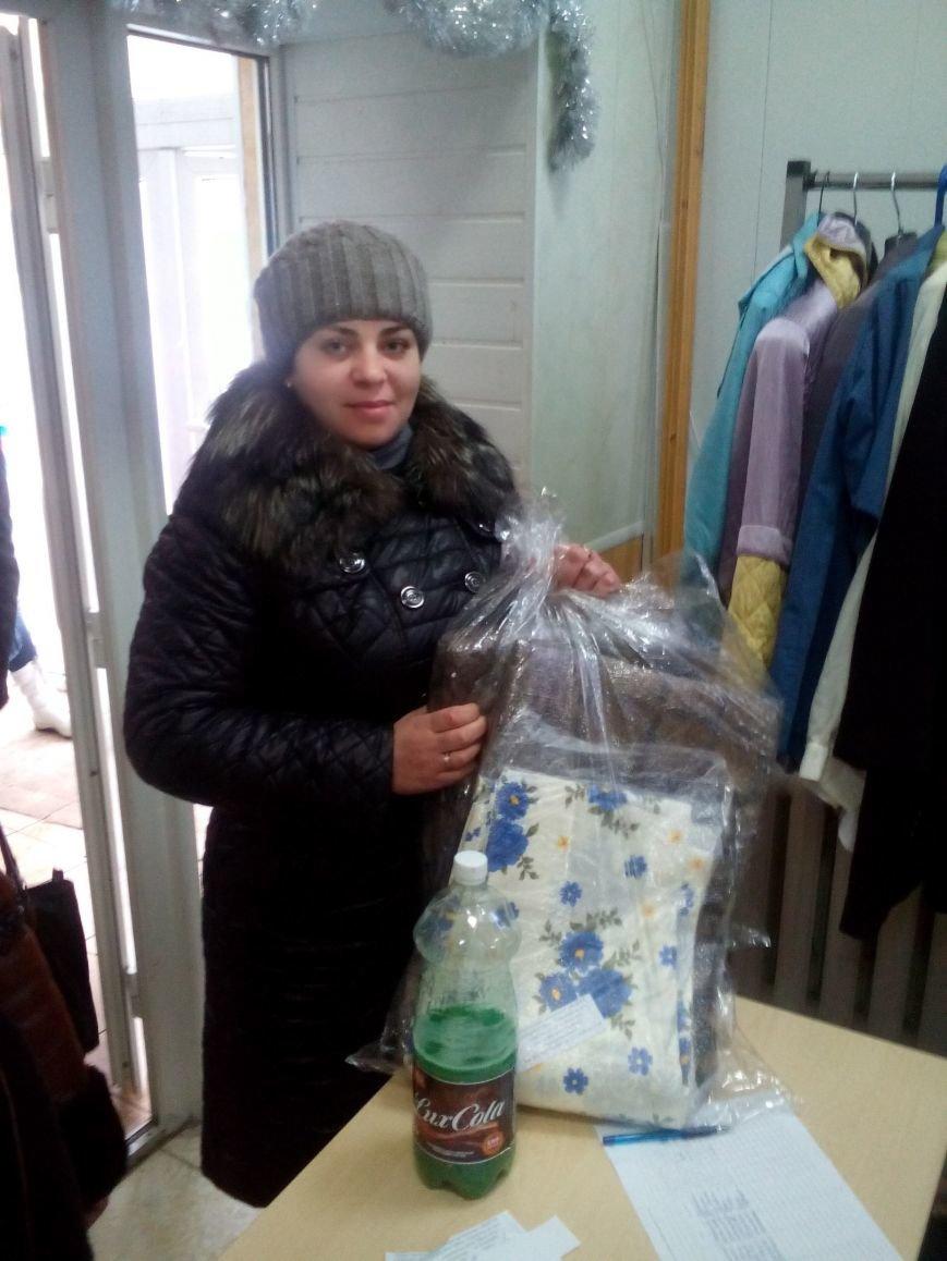 Сегодня переселенцы, живущие в Красноармейске, получили гуманитарную помощь, фото-1