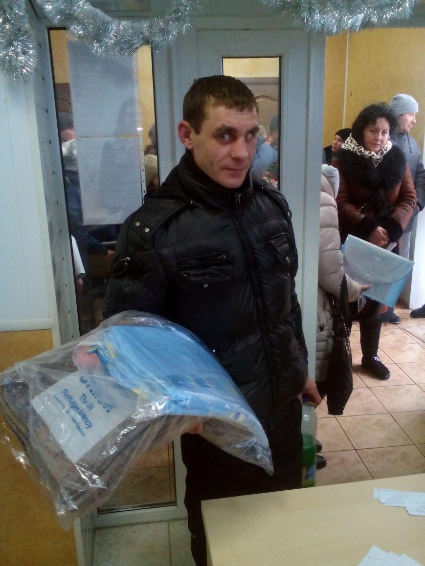Сегодня переселенцы, живущие в Красноармейске, получили гуманитарную помощь, фото-7