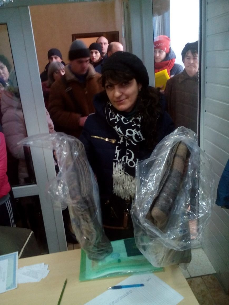 Сегодня переселенцы, живущие в Красноармейске, получили гуманитарную помощь (фото) - фото 9
