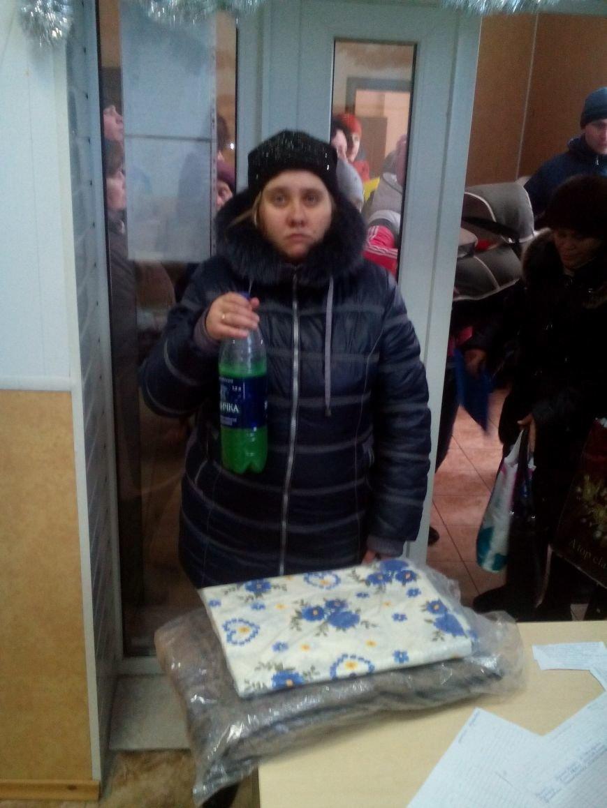 Сегодня переселенцы, живущие в Красноармейске, получили гуманитарную помощь, фото-10