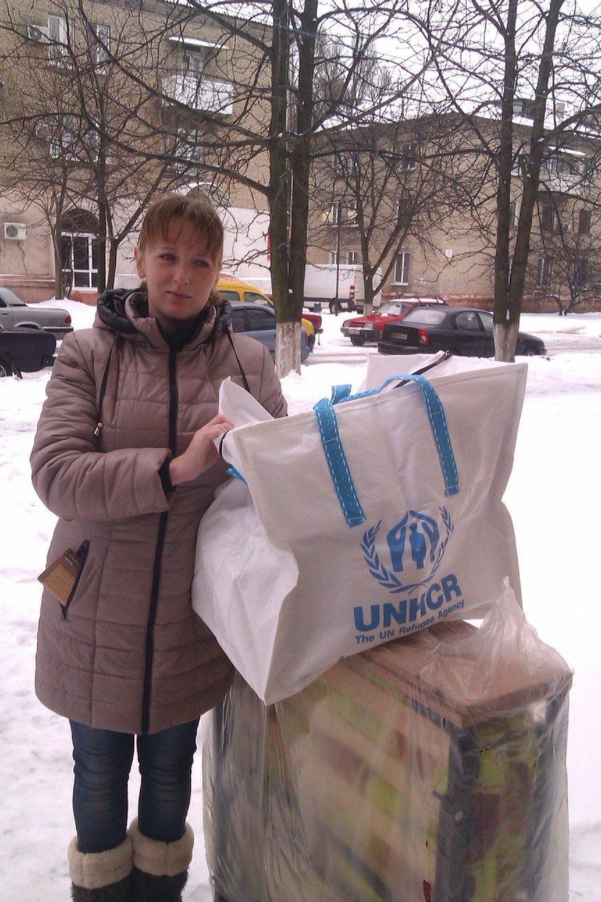 Сегодня переселенцы, живущие в Красноармейске, получили гуманитарную помощь (фото) - фото 5
