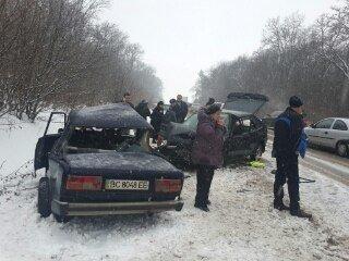 На Львівщині в ДТП загинув пасажир автомобіля: опубліковані моторошні фото з місця аварії (ФОТО) (фото) - фото 1