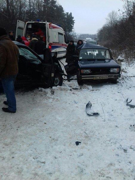 На Львівщині в ДТП загинув пасажир автомобіля: опубліковані моторошні фото з місця аварії (ФОТО) (фото) - фото 3