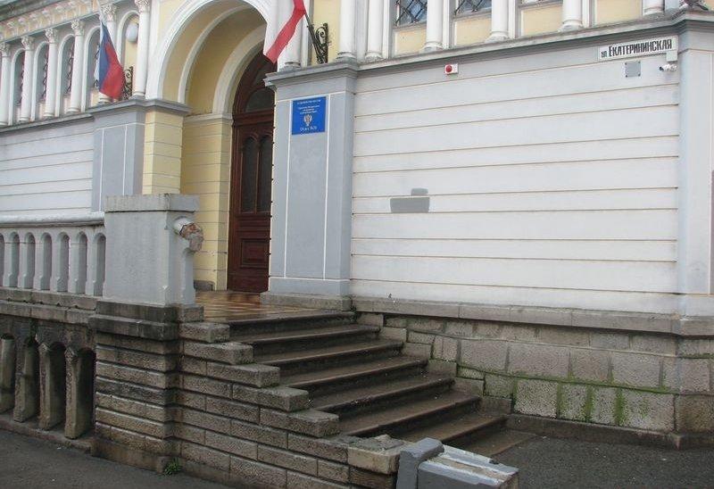 В Ялте обрушился вход в казначейство, фото-1