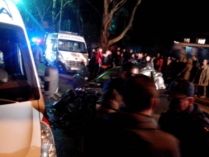 Вечером в Симферополе в страшной аварии погибла девушка (ФОТО) (фото) - фото 5
