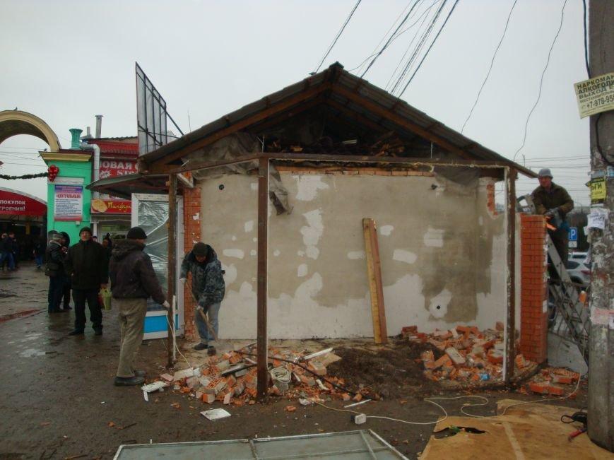 На входе в Центральный рынок Симферополя сносят торговые павильоны (ФОТОФАКТ) (фото) - фото 2