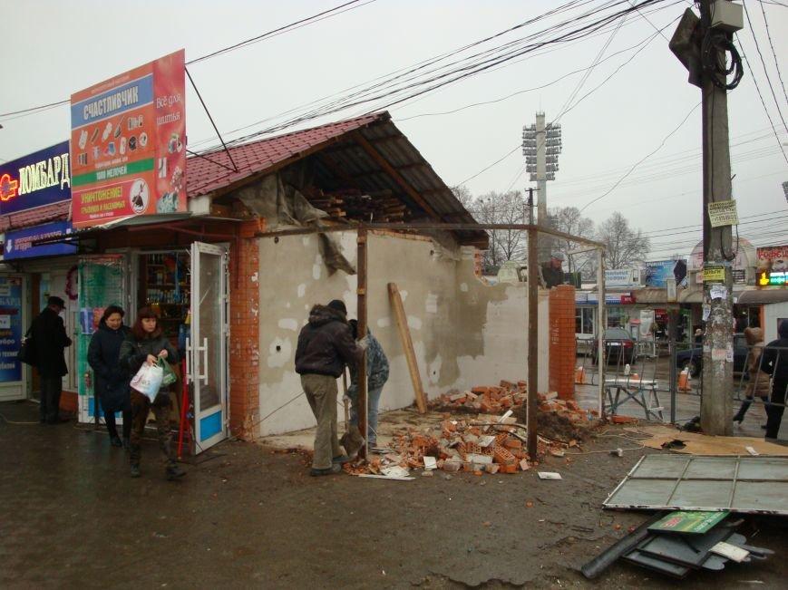 На входе в Центральный рынок Симферополя сносят торговые павильоны (ФОТОФАКТ) (фото) - фото 3