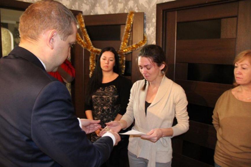 В Кременчуге вручили ордер на квартиру жене погибшего бойца АТО Станислава Души, фото-1