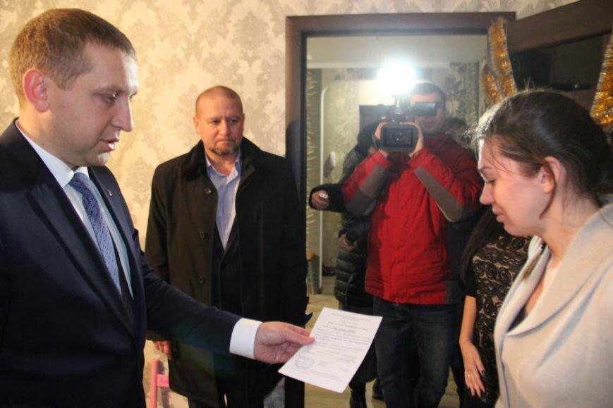 В Кременчуге вручили ордер на квартиру жене погибшего бойца АТО Станислава Души, фото-2