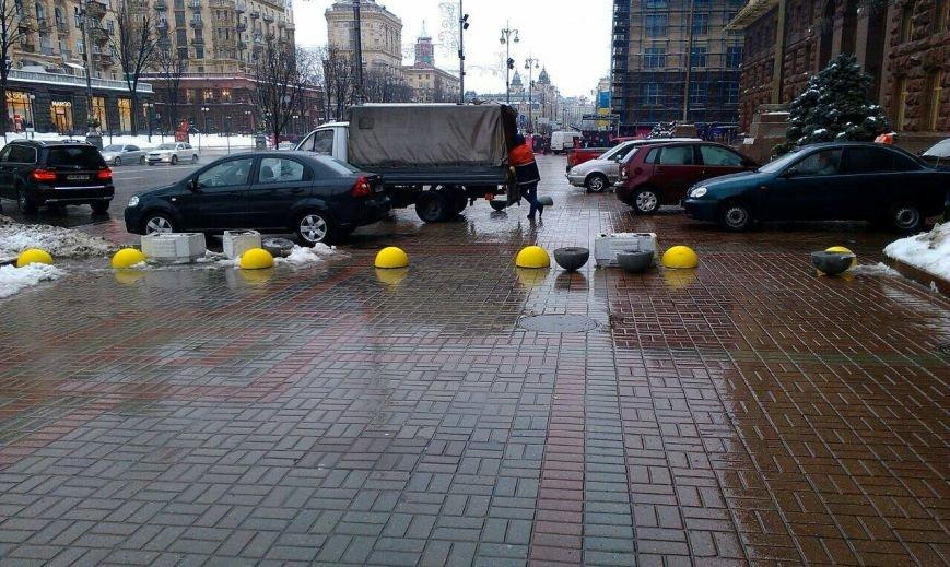 На Крещатике для пешеходов установили желтые полусферы (ФОТОФАКТ), фото-3