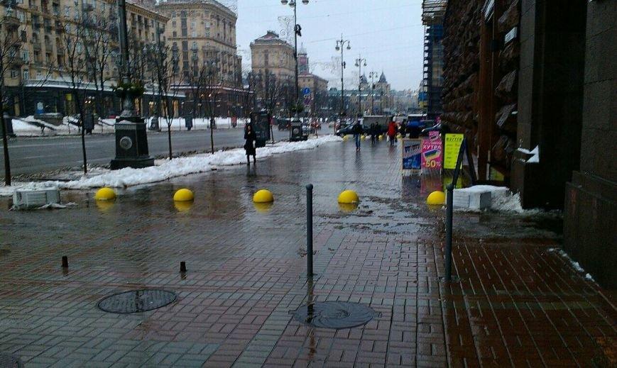 На Крещатике для пешеходов установили желтые полусферы (ФОТОФАКТ), фото-2