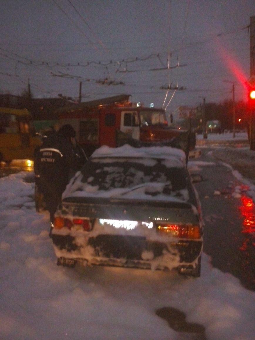 В Кировограде тушили легковой автомобиль (фото) - фото 1