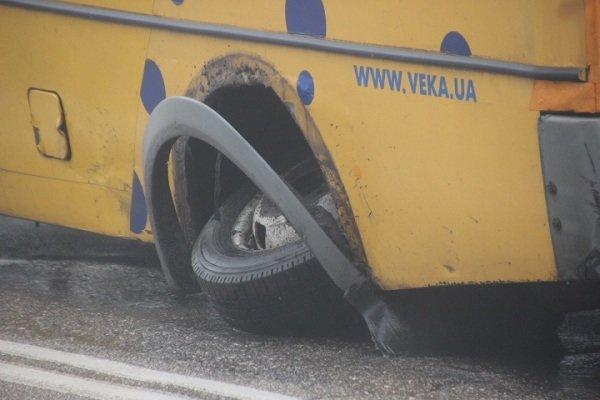 В Кировограде у еще одной маршрутки отпало колесо (ФОТО) (фото) - фото 1