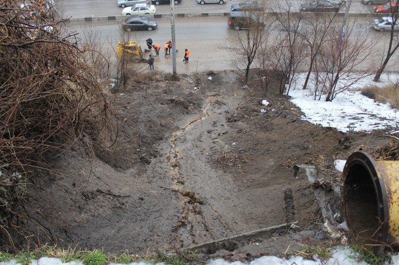 Движение по проспекту Стачки полностью восстановлено после схода грунта - мэрия, фото-1