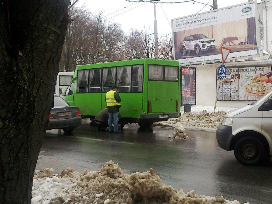 В Полтаві під час руху у маршрутки з пасажирами відпало колесо (ФОТОФАКТ) (фото) - фото 3