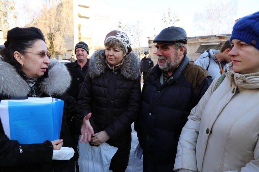 Руководство Луганского региона провело встречу с жильцами дома №17 города Лисичанска (ФОТО), фото-3
