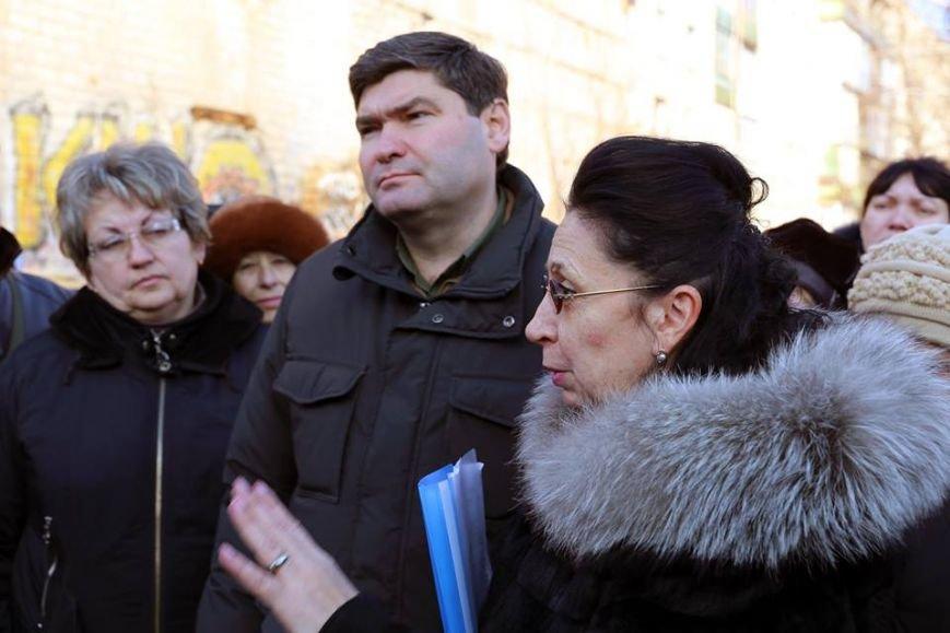 Руководство Луганского региона провело встречу с жильцами дома №17 города Лисичанска (ФОТО), фото-2