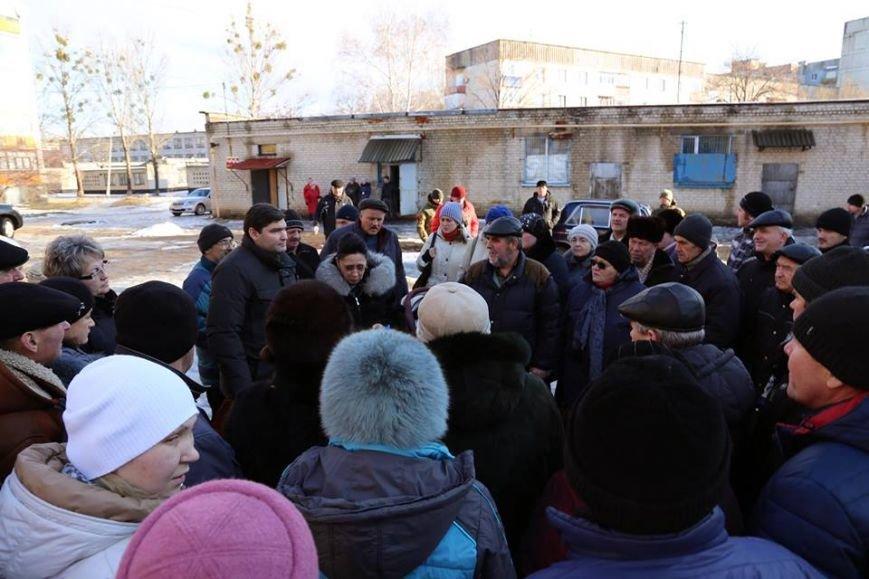 Руководство Луганского региона провело встречу с жильцами дома №17 города Лисичанска (ФОТО), фото-1