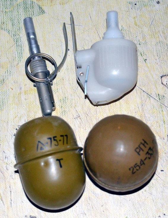 Жители Красноармейска запасаются боеприпасами - хранят их в спальнях и даже подвалах, фото-3