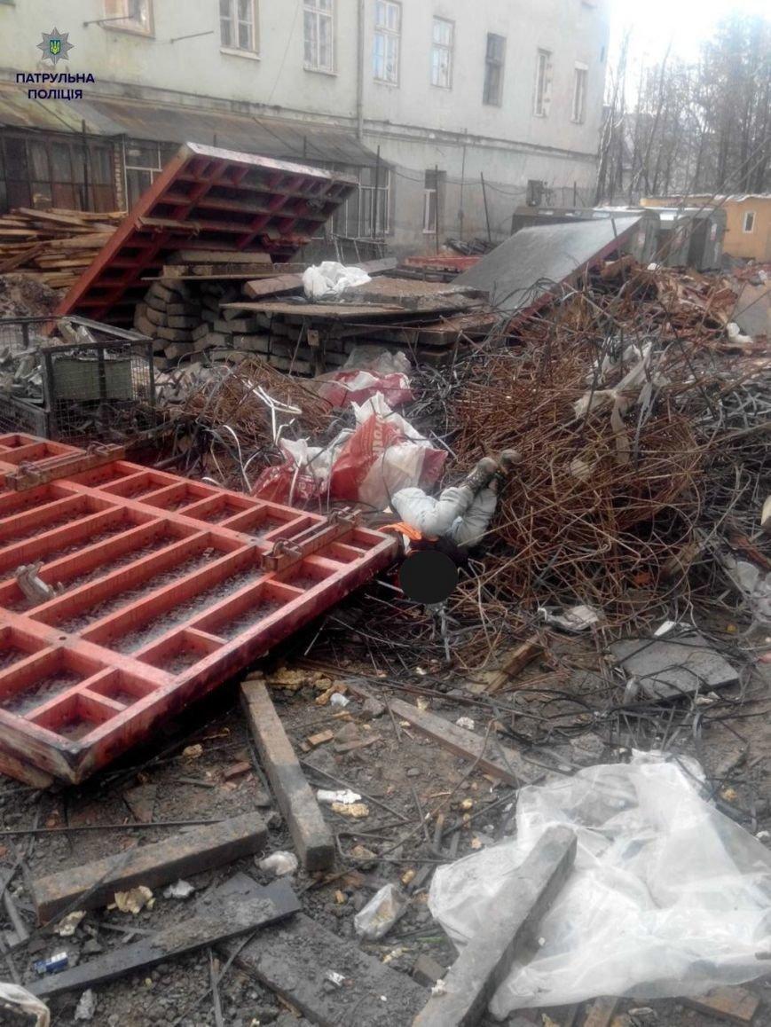 У Львові з десятого поверху впав і розбився чоловік (ФОТОФАКТ) (фото) - фото 1