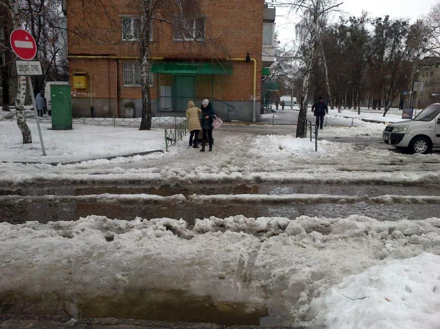 Через потепління та тонни снігу деякі вулиці Полтави затопило (ФОТОФАКТ) (фото) - фото 1