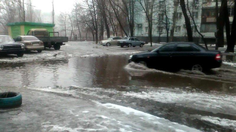 Жители запорожской многоэтажки жалуются на потоп в своем дворе, - ФОТО, ВИДЕО (фото) - фото 5