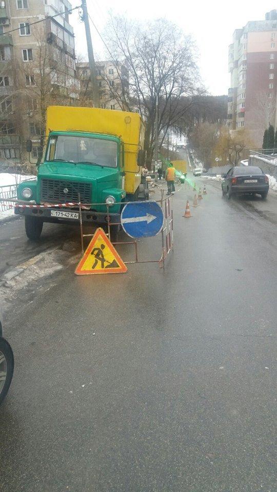 В Соломенском районе на дороге провалился асфальт (ФОТО), фото-2