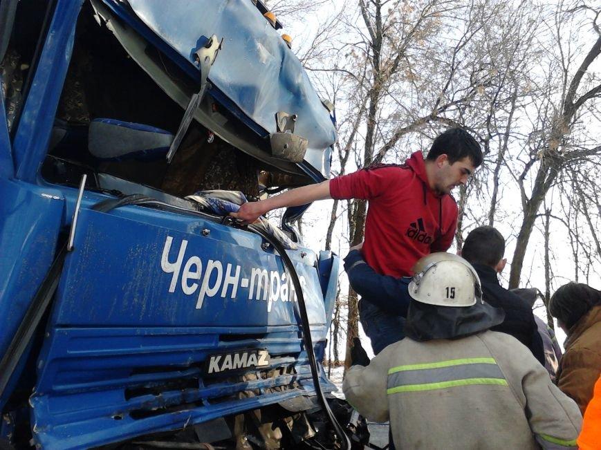 На Кіровоградщині водій вантажного автомобіля постраждав у ДТП (фото) - фото 1