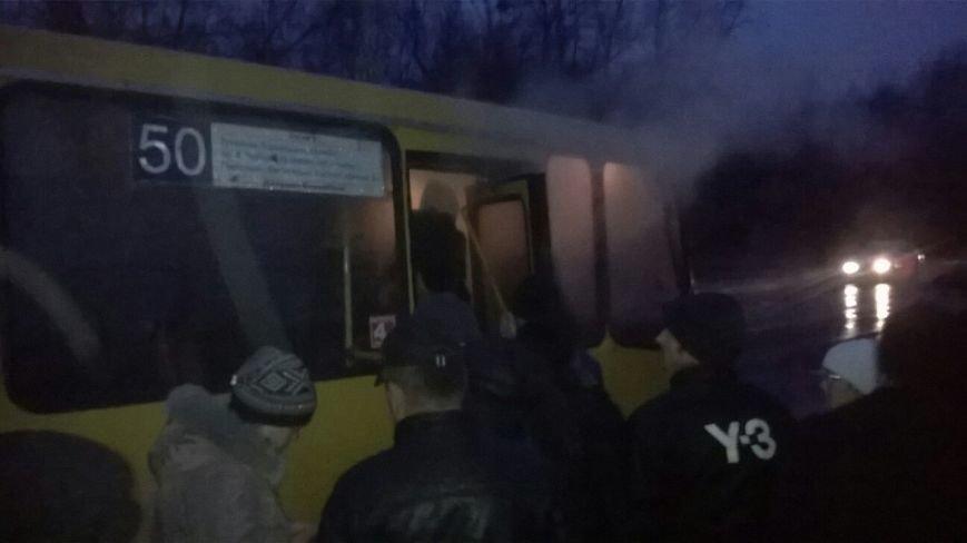 У Львові під час руху задимілася маршрутка із пасажирами (фото) - фото 1