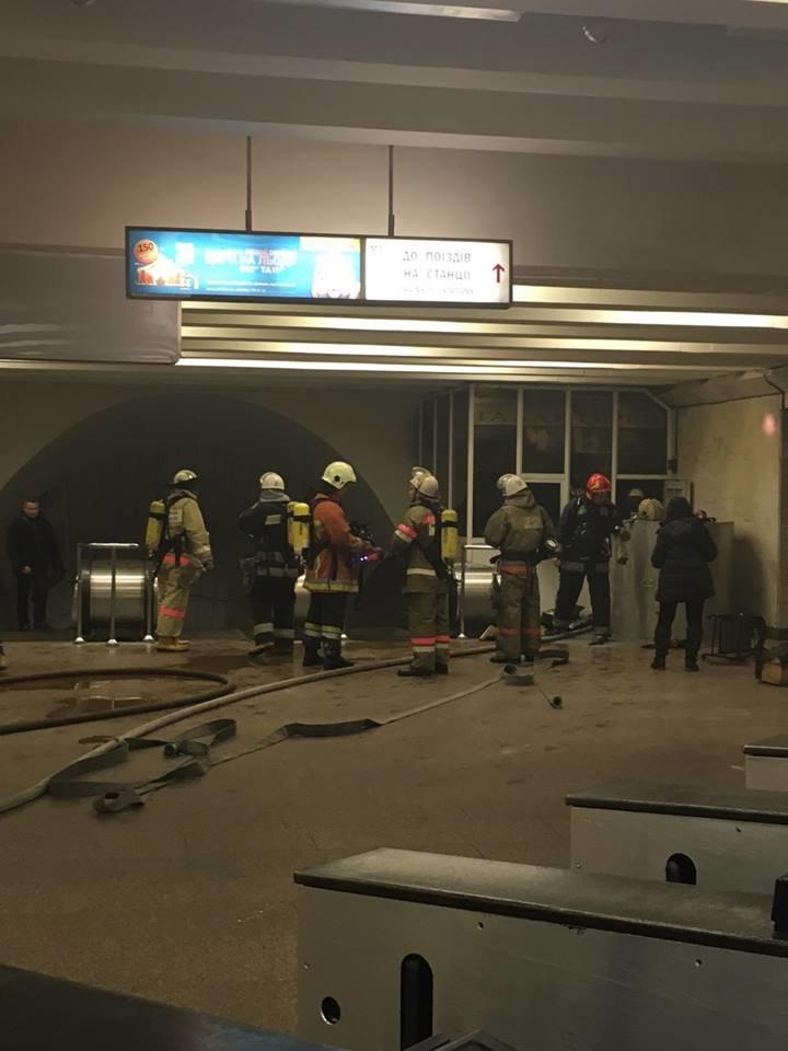 В Киеве произошел пожар на с.м. Дружбы Народов (ФОТО), фото-1
