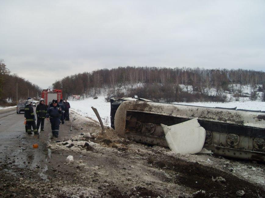 Под Харьковом опрокинулась цистерна с бензином (ФОТО), фото-2