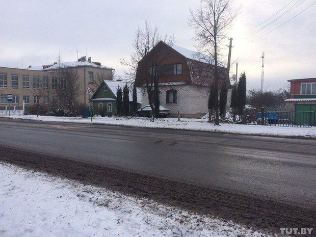 В Полоцке у жителей частного сектора коммунальщики сняли заборы. Люди негодуют (фото) - фото 1